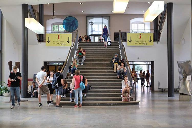 Холл Universität Mannheim