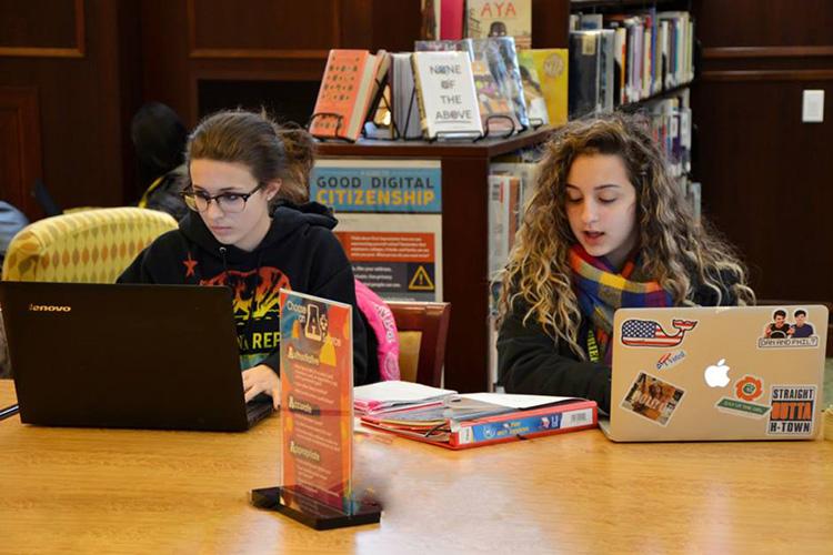 В библиотеке Grier School