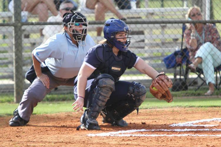 Игра в бейсбол в North Broward Preparatory School
