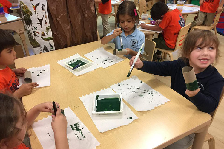 Урок рисования учеников младшей школы The Village School