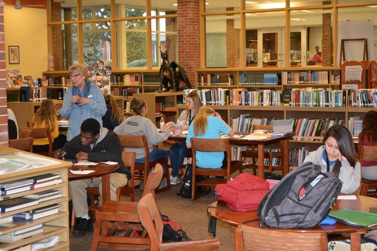 Библиотека Marian Catholic High School