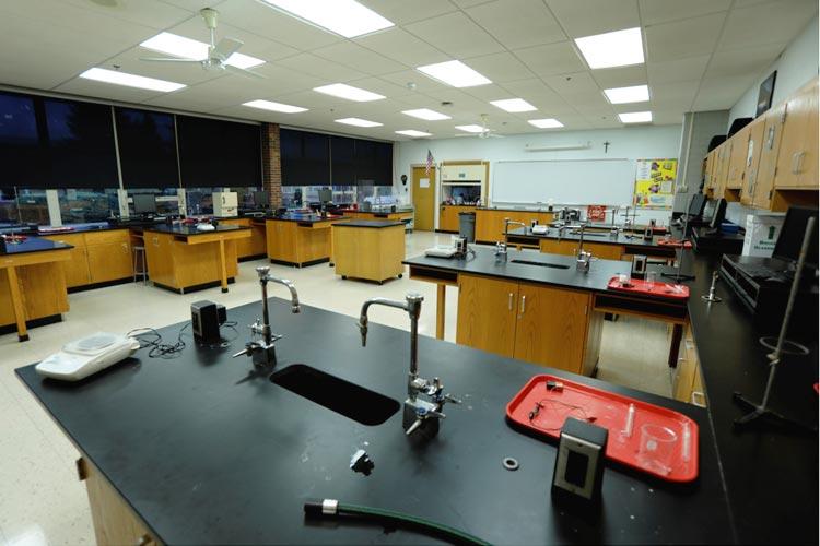 Лабораторный кабинет Marian Catholic High School