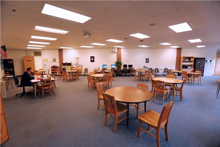 Кабинет для групповых работ Marian Catholic High School
