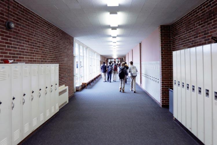 Коридор Marian Catholic High School