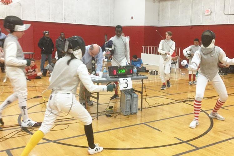 Уроки фехтования в Marian Catholic High School