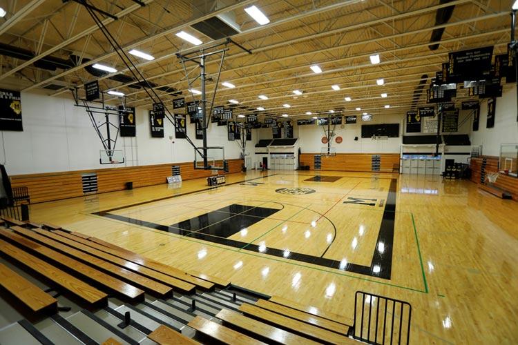 Спортивный зал в Marian Catholic High School