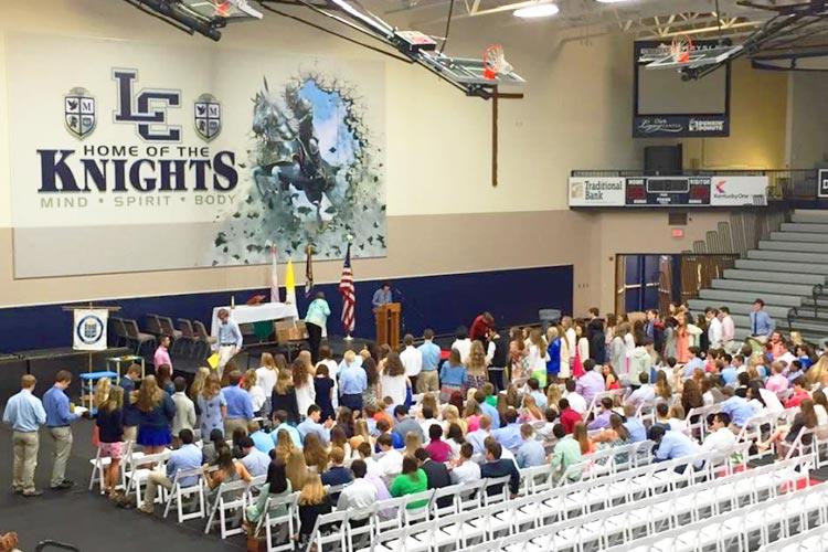 Выступление студентов Lexington Catholic High School