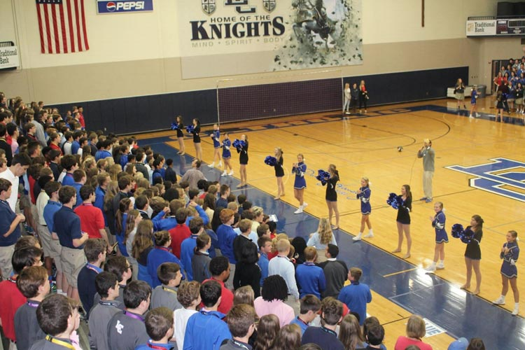 Выступление черлидеров Lexington Catholic High School