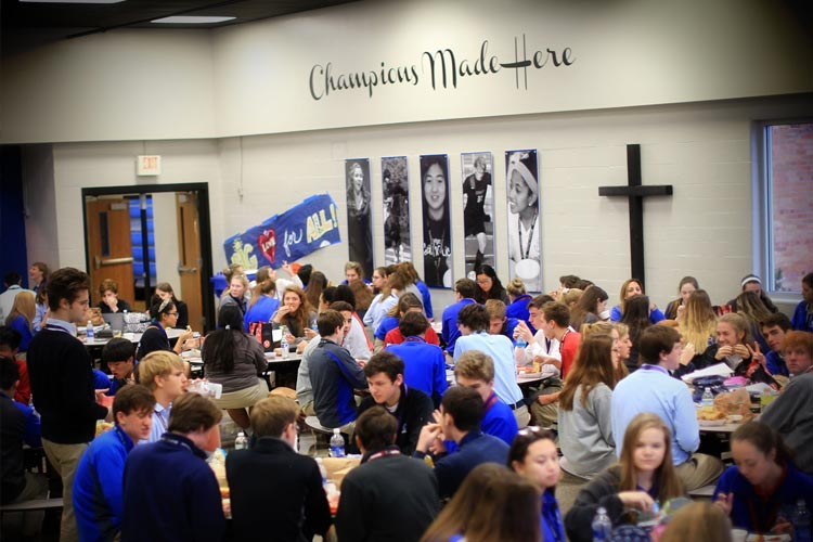 Холл Lexington Catholic High School