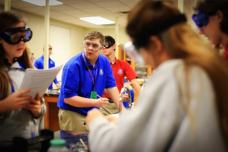 Лабораторные занятия в Lexington Catholic High School