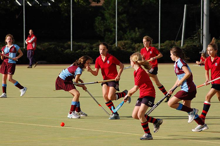 Учащиеся Woodbridge School на занятиях спортом
