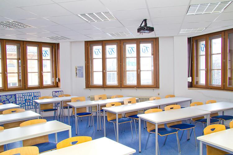 Классная комната в F+U Academy of Languages