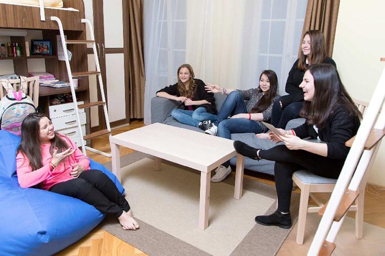 Комната студента в Carlsbad International School