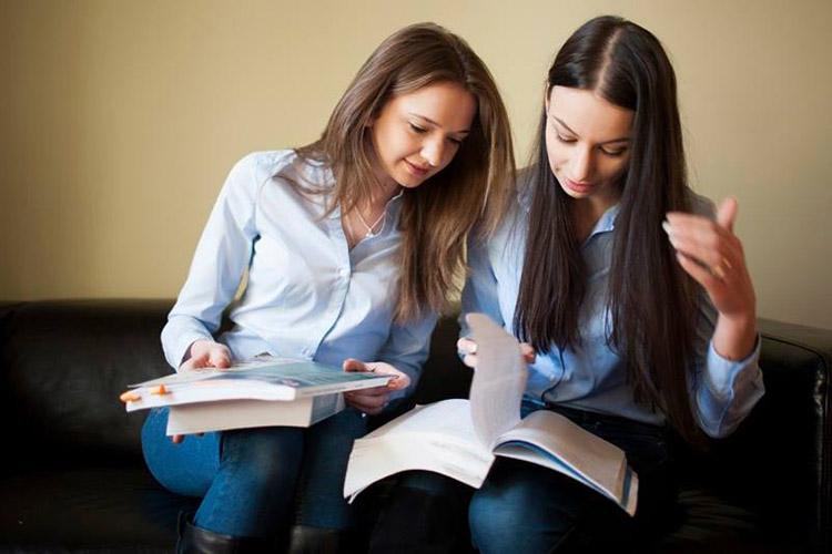 Студентки AAU
