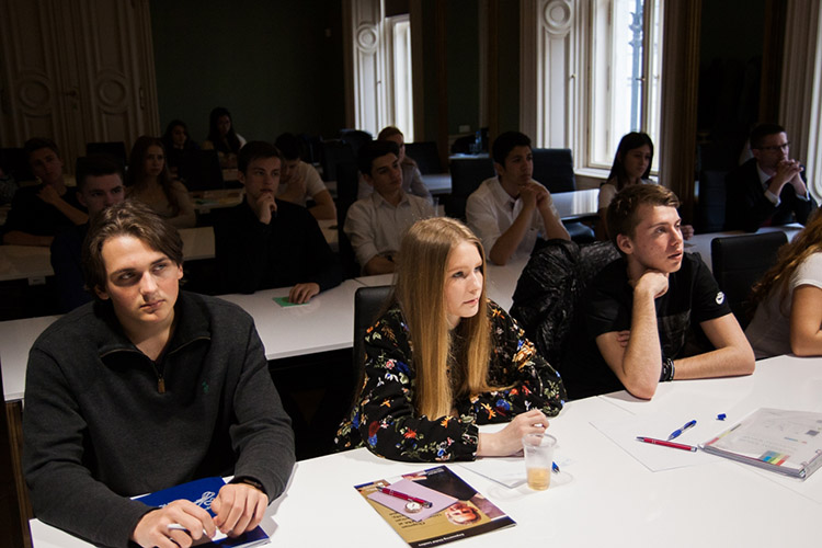 Студенты AAU на лекции