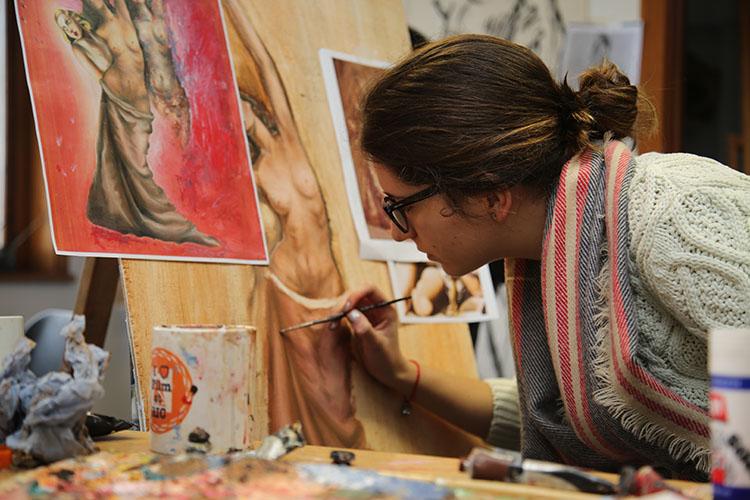 Урок рисования в Rochester Independent College