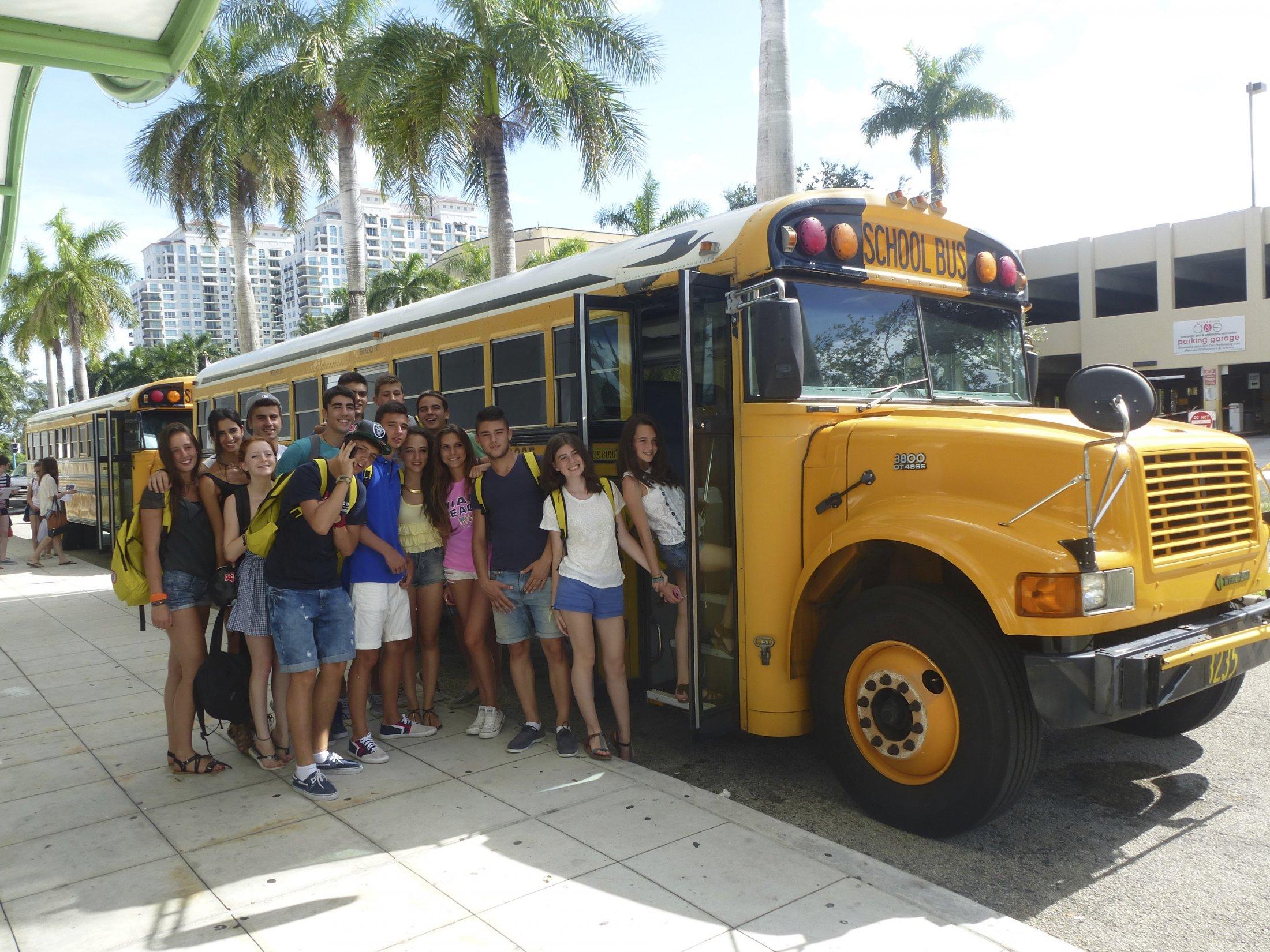 Студенческий автобус в LAL, Fort Lauderdale