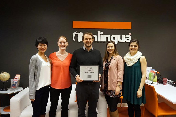 Студенты и преподаватель Inlingua Victoria