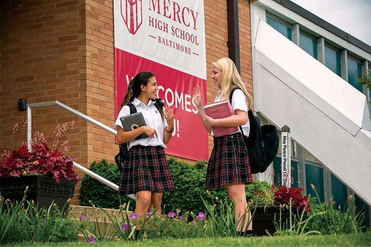 Ученицы Mercy High School