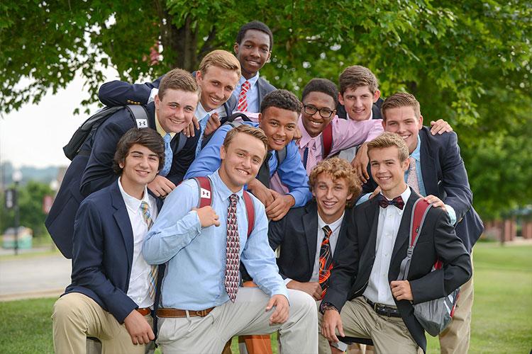 Ученики Archbishop Curley High School