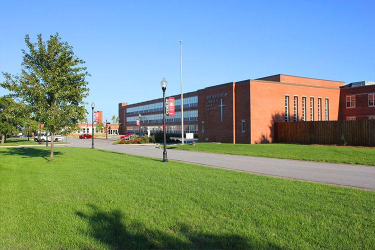 Вид снаружи на Archbishop Curley High School