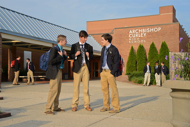 Ученики школы Archbishop Curley High School