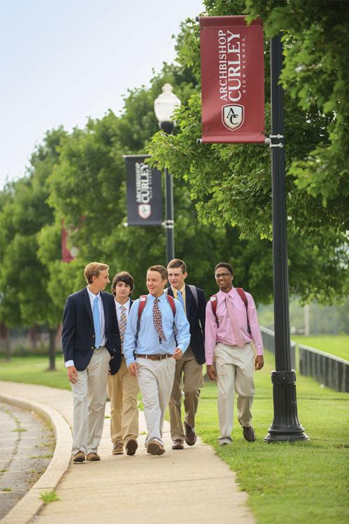 Студенты Archbishop Curley High School