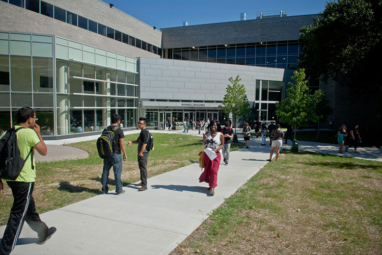 На кампусе Community College of Philadelphia