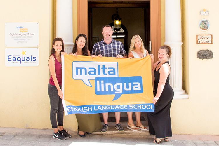 У входа в Maltalingua