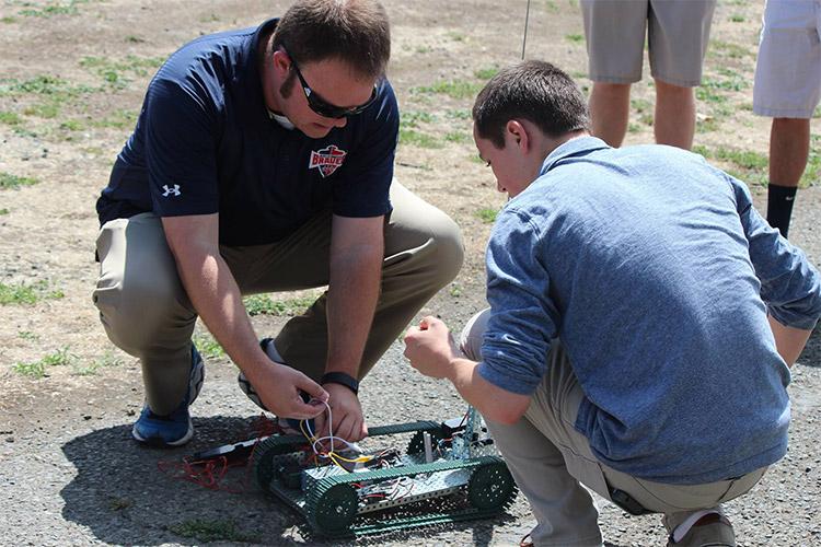 Занятие по робототехнике в Justin-Siena High School