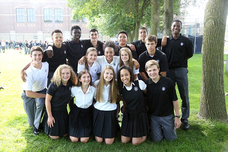 Студенты Cretin-Derham Hall High School