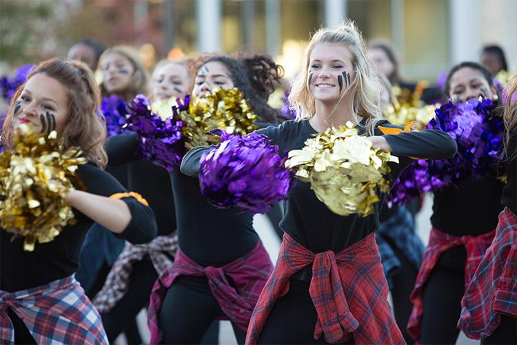 Группа поддержки Cretin-Derham Hall High School