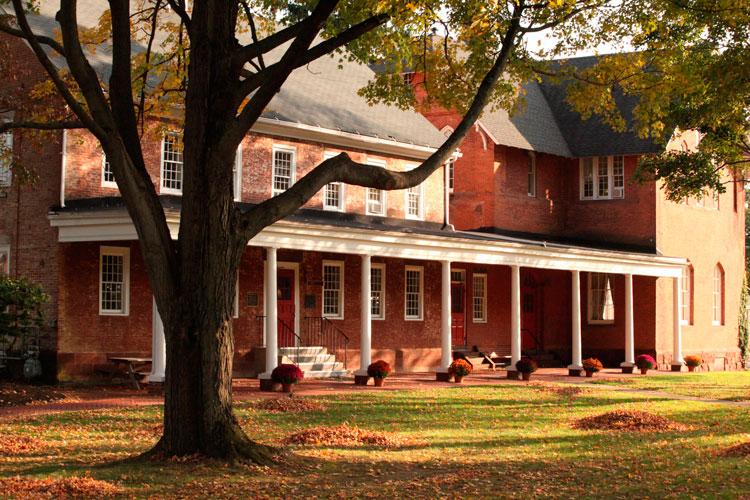 Кампус Bowden Hall в Cheshire Academy