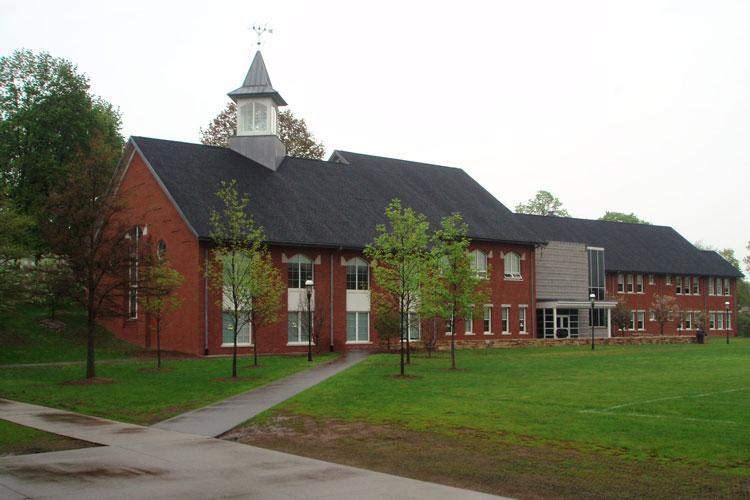 Факультет гуманитарных наук, библиотека и Администрация старшей школы Cheshire Academy