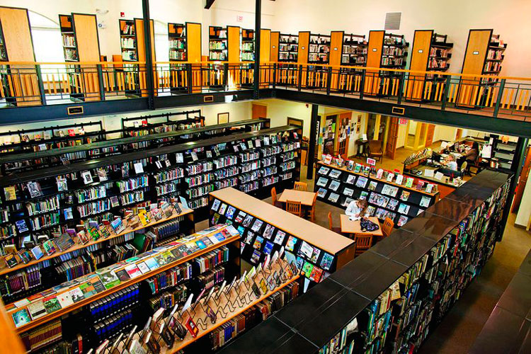 Библиотека и читальный зал для занятий в Cheshire Academy
