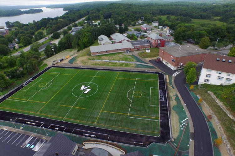 Футбольное поле в Lincoln Academy