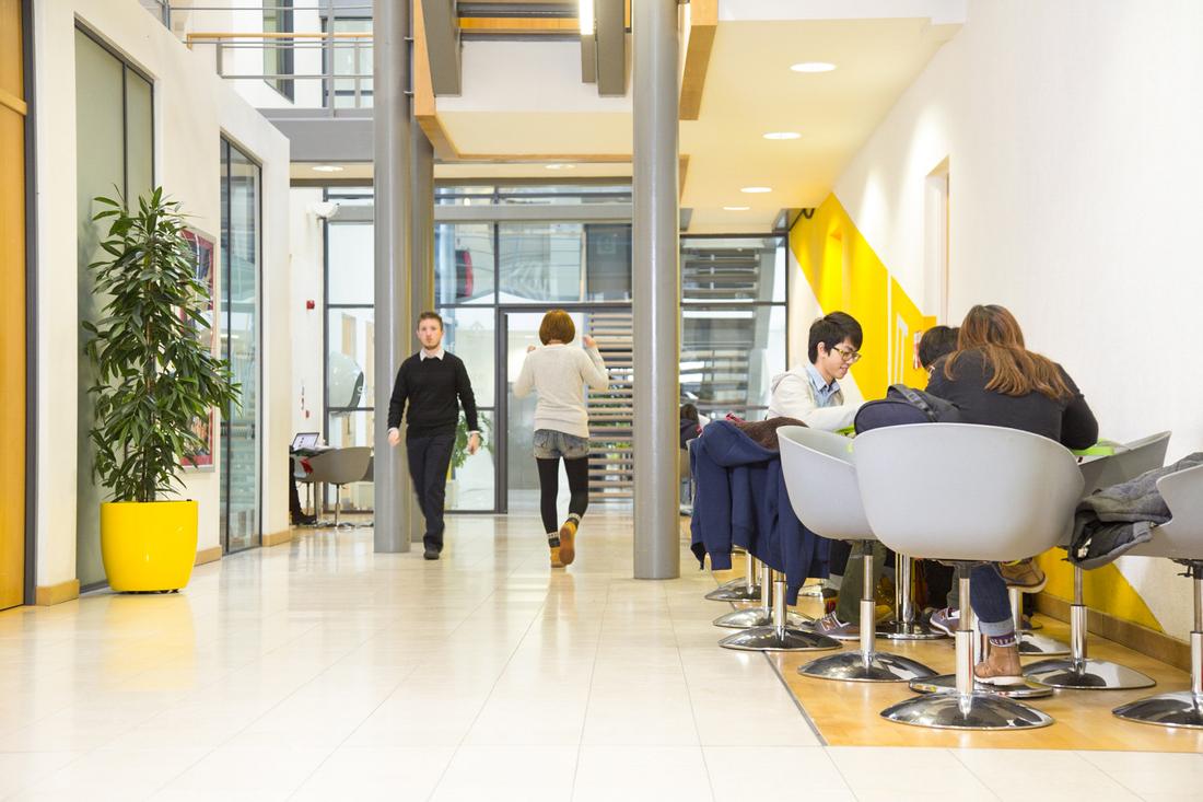 В коридорах Bellerbys College