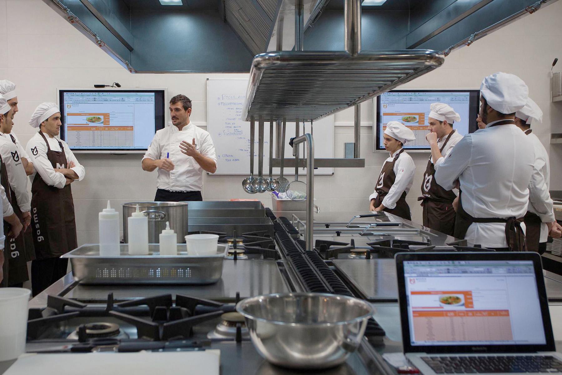 Учебные кухни GASMA оснащены современными профессиональными плитами, духовыми шкафами, бытовыми приборами