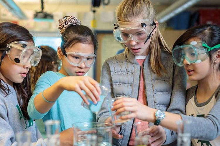 Занятия в лаборатории, Oregon Episcopal School