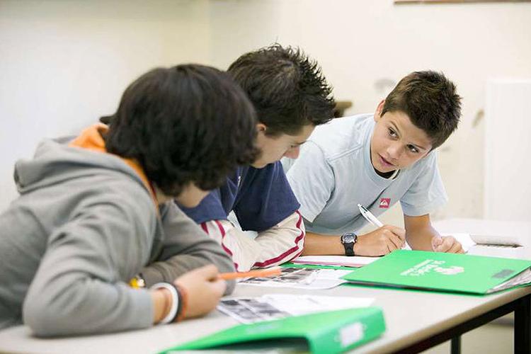 Подростки на занятиях в Lancing School