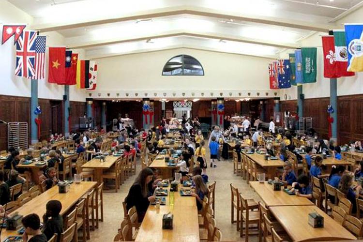 Столовая в St. John's-Ravenscourt School