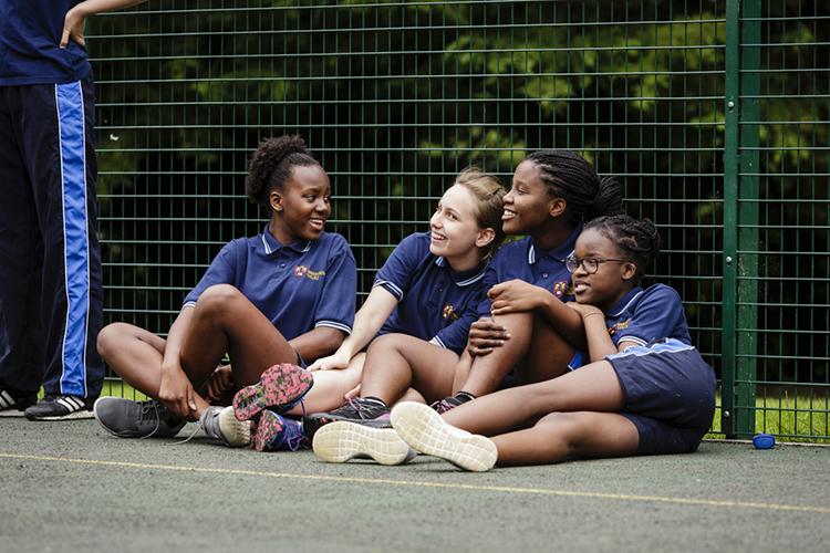 Студенты Bishopstrow College на занятии спортом