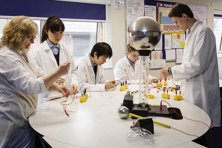 Студенты Bishopstrow College на практике