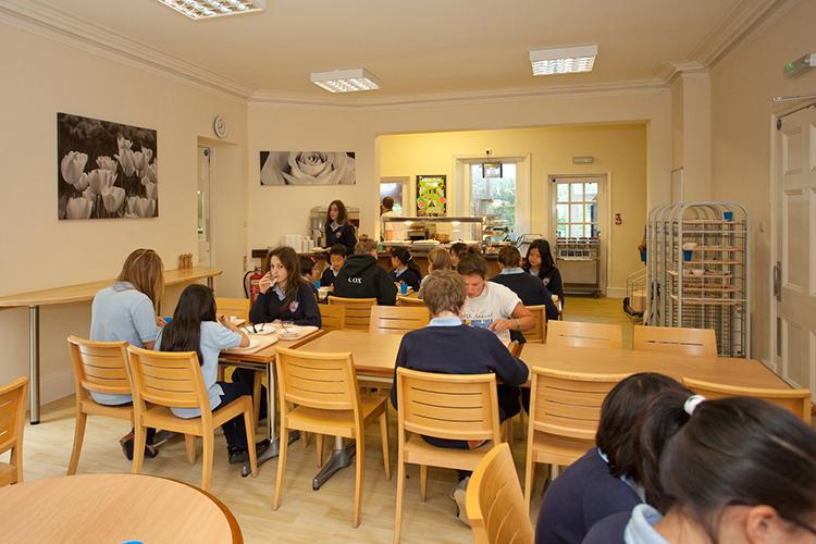 Студенты Bishopstrow College, Warminster