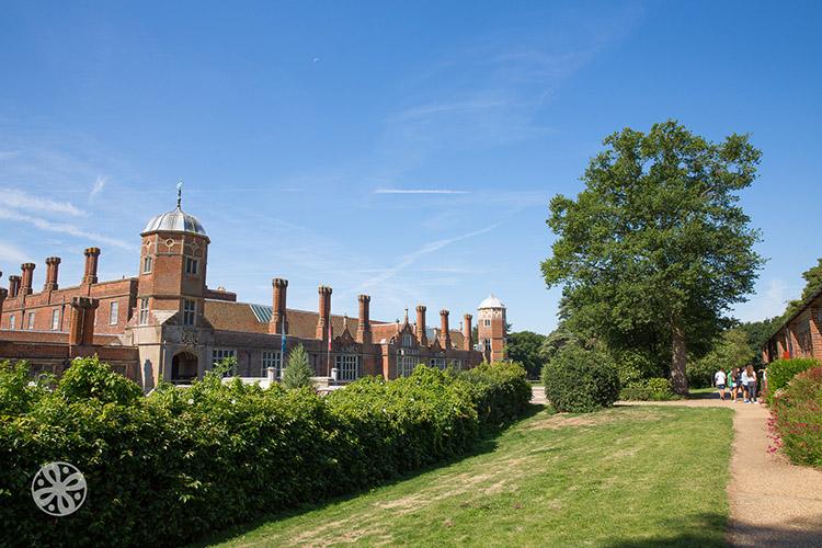 Территория при Emerald Cultural Institute, Cobham-Hall-Kent