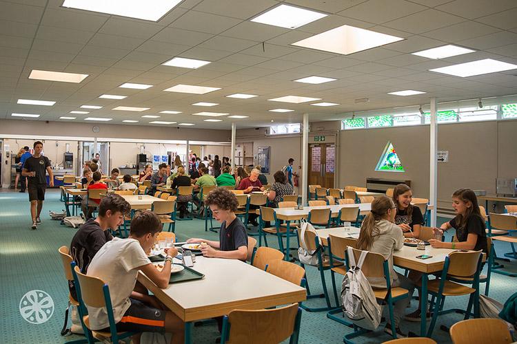 Столовая Emerald Cultural Institute, Worth-School-Sussex