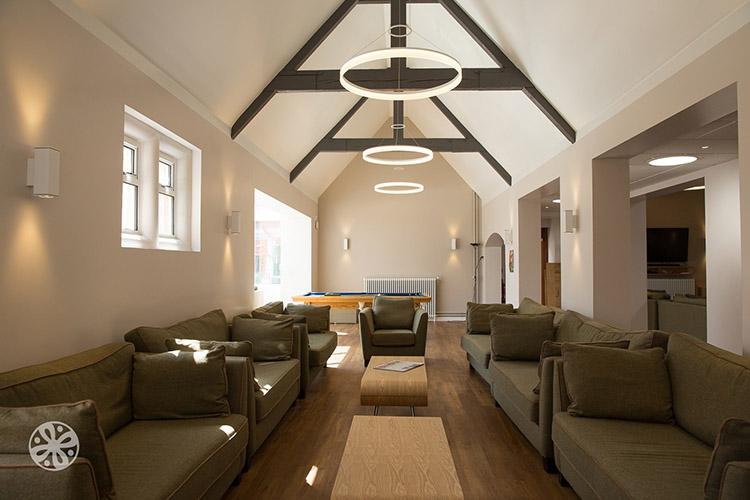 Комната отдыха в Emerald Cultural Institute, Worth-School-Sussex