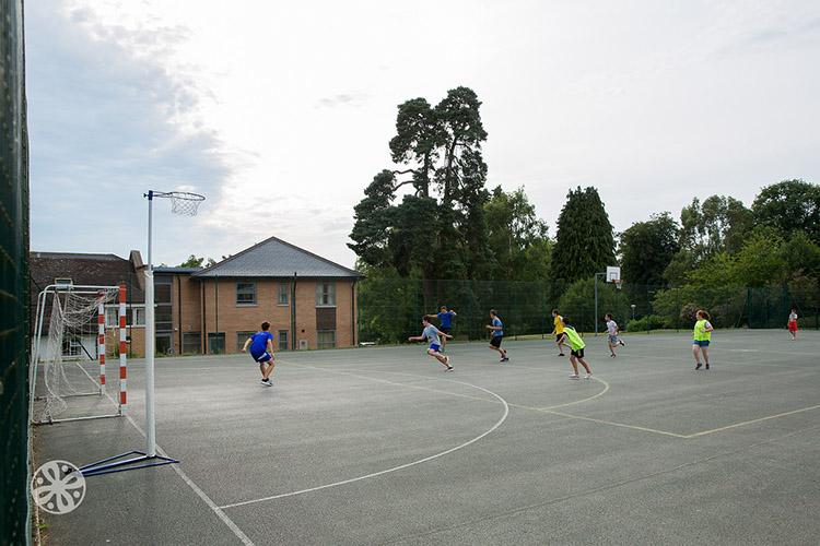 Занятия спортом в Emerald Cultural Institute, Worth-School-Sussex