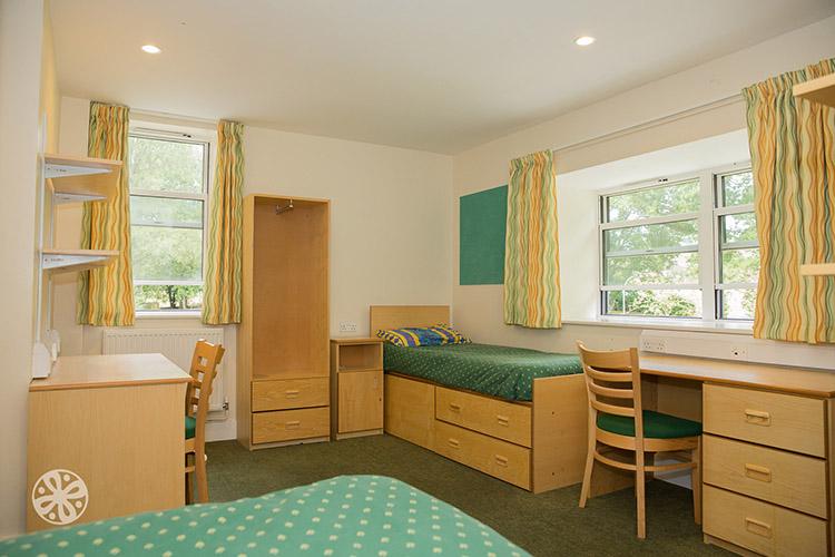 Комната в резиденции Emerald Cultural Institute, Worth-School-Sussex