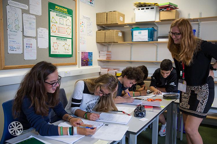 Урок в школе Emerald Cultural Institute, Worth-School-Sussex